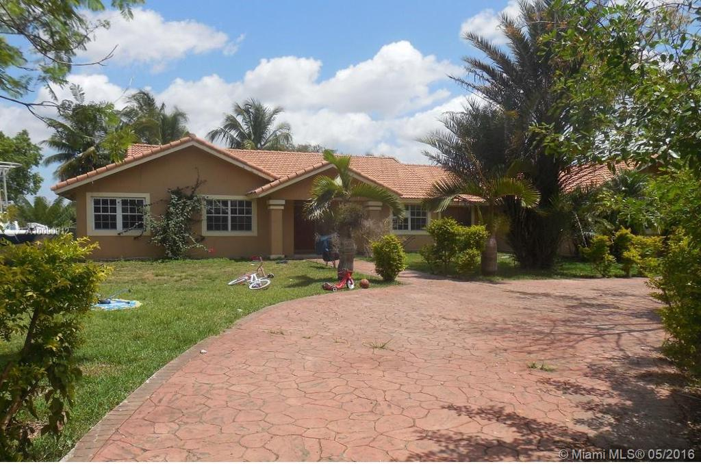 Photo of home for sale at 18501 208th St SW, Miami FL