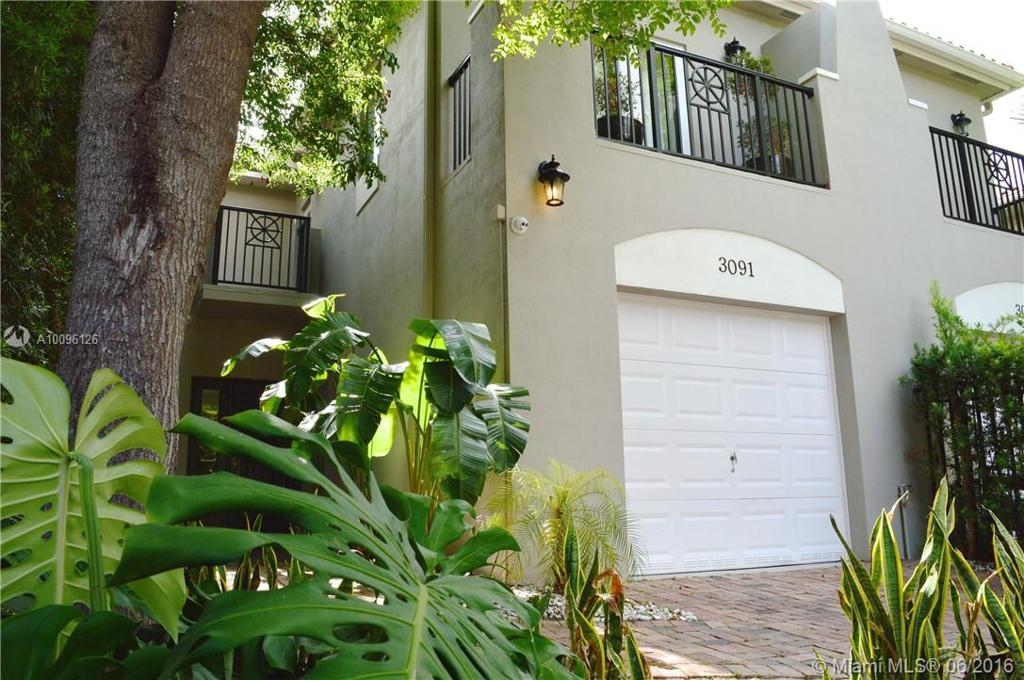 Photo of home for sale at 3091 Gifford Ln, Miami FL