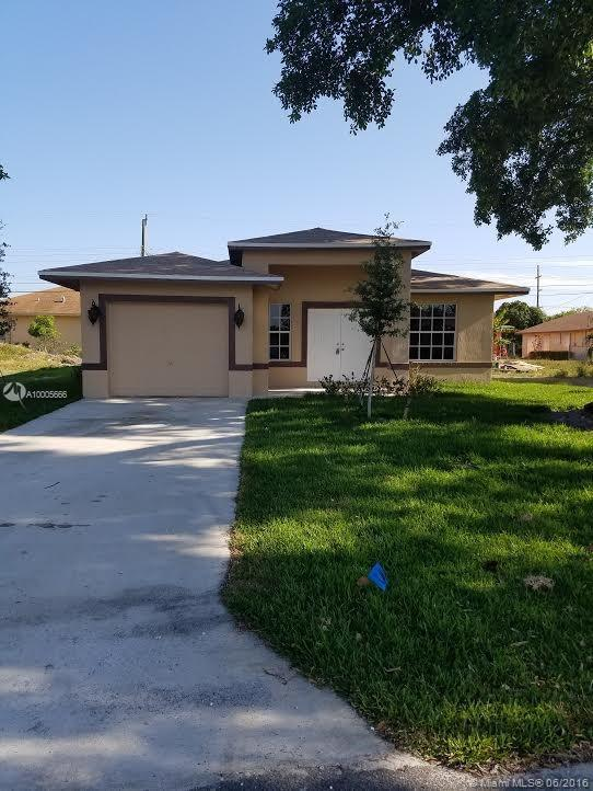 Photo of home for sale at 2126 3rd St NW, Pompano Beach FL