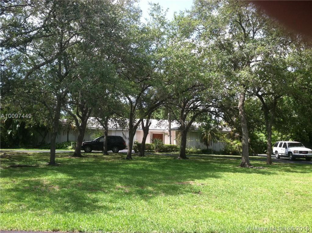 Photo of home for sale at 6460 94th St SW, Pinecrest FL