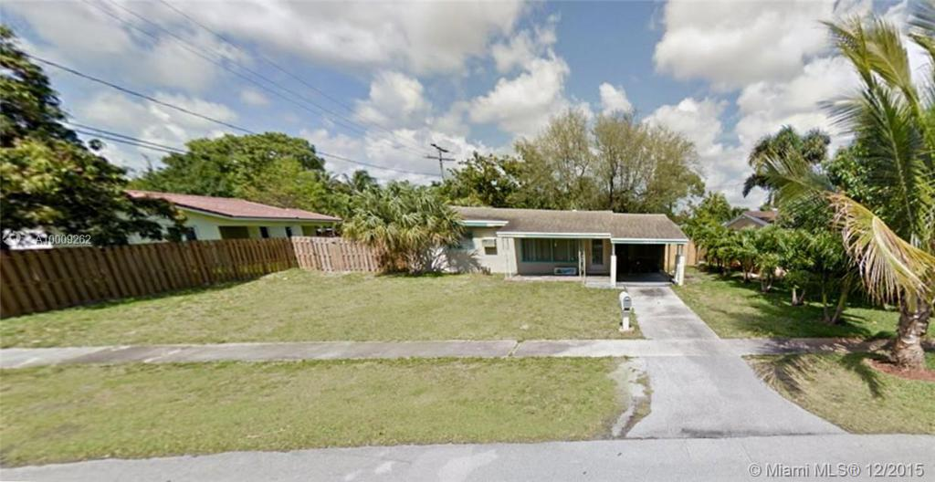 Photo of home for sale at 1555 21st Ter SW, Fort Lauderdale FL