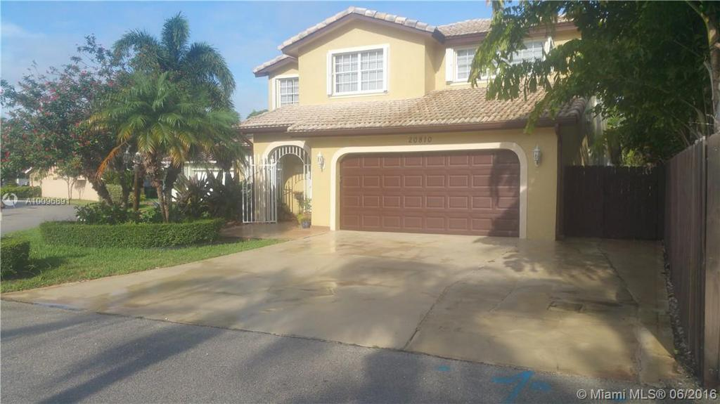 Photo of home for sale at 20810 86th Ave SW, Cutler Bay FL