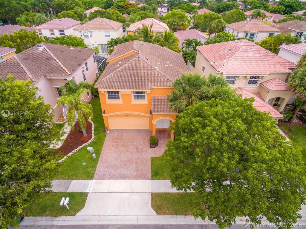 Photo of home for sale at 15877 4th Ct NW, Pembroke Pines FL