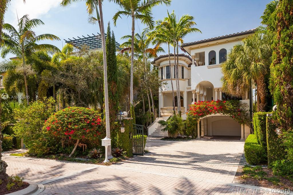 Photo of home for sale at 3314 Devon Ct, Coconut Grove FL