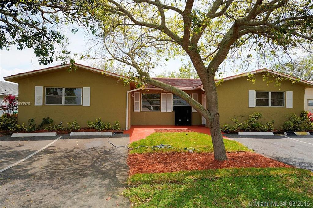 Photo of home for sale at 11200 35th St NW, Coral Springs FL