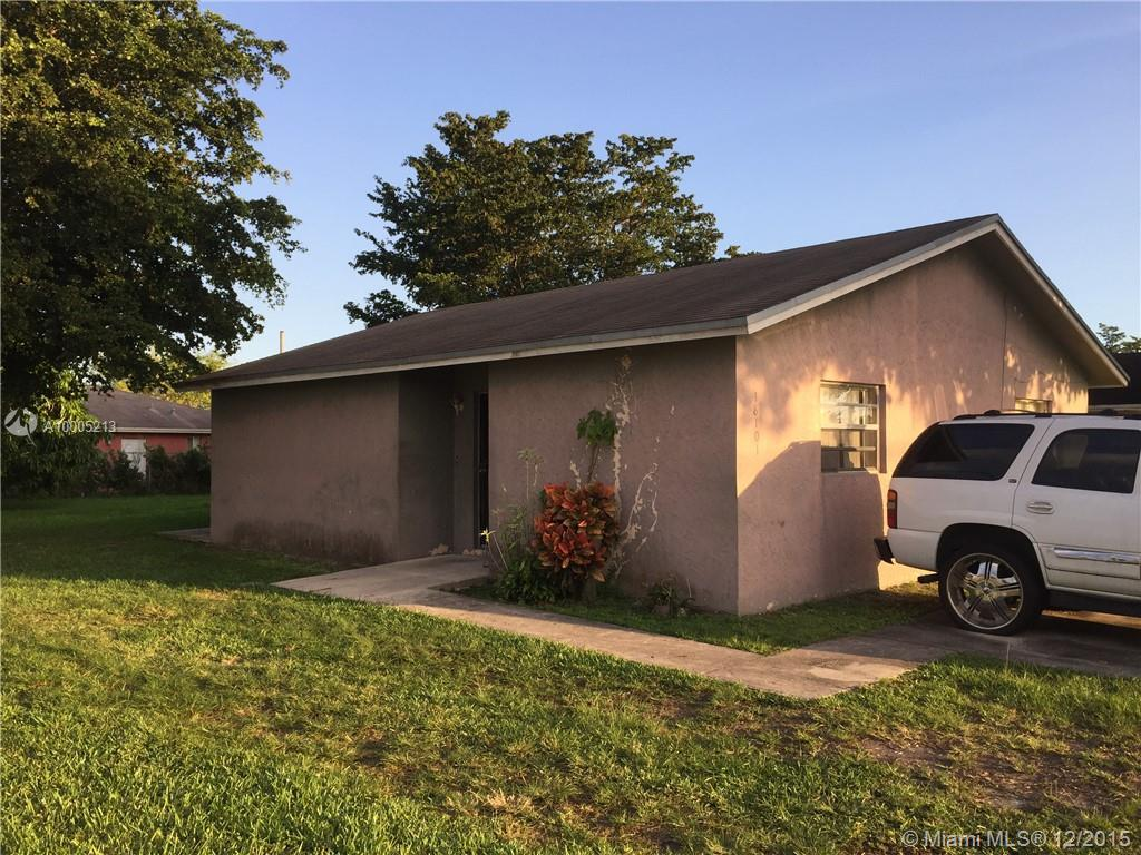 Photo of home for sale at 18101 104th Ave SW, Miami FL