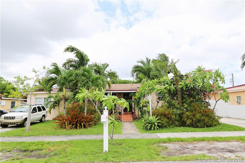 Photo of home for sale at 2915 104th Ct SW, Miami FL