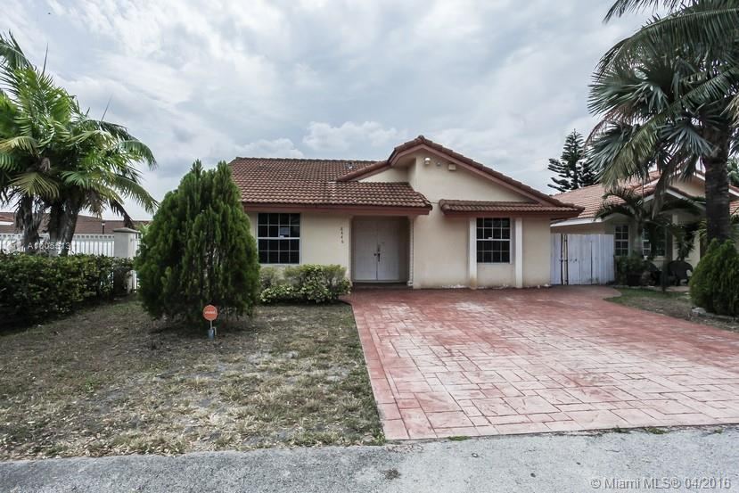 Photo of home for sale at 8446 190th Ter NW, Hialeah FL