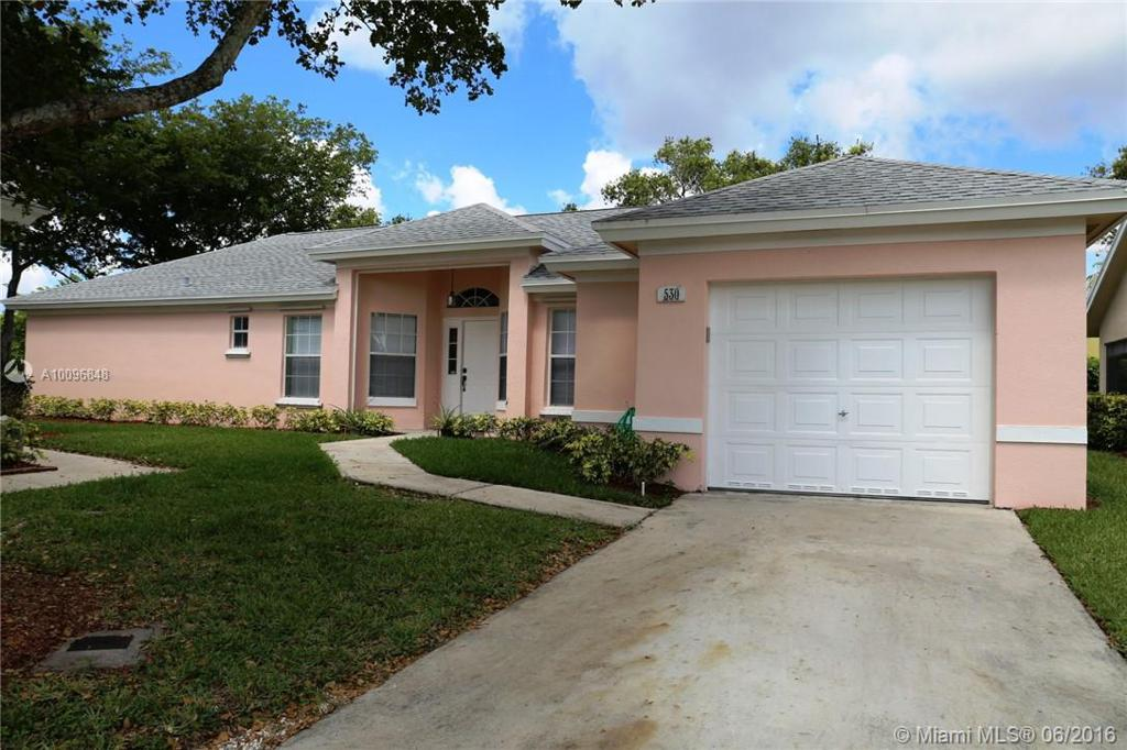 Photo of home for sale at 530 21st Ln SE, Homestead FL