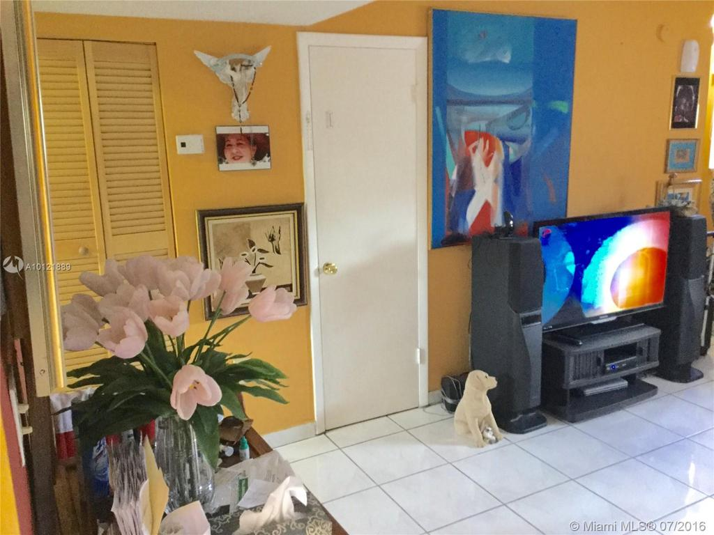 Photo of home for sale at 5611 25th Ct W, Hialeah Gardens FL