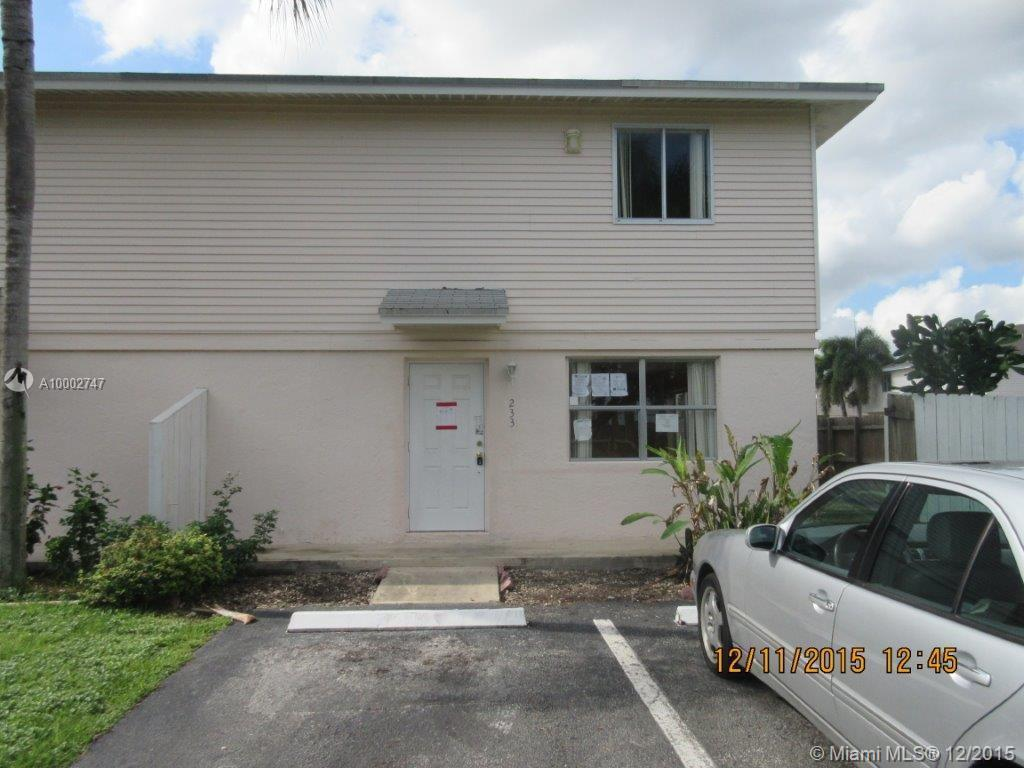 Photo of home for sale at 233 12th Ave NE, Homestead FL