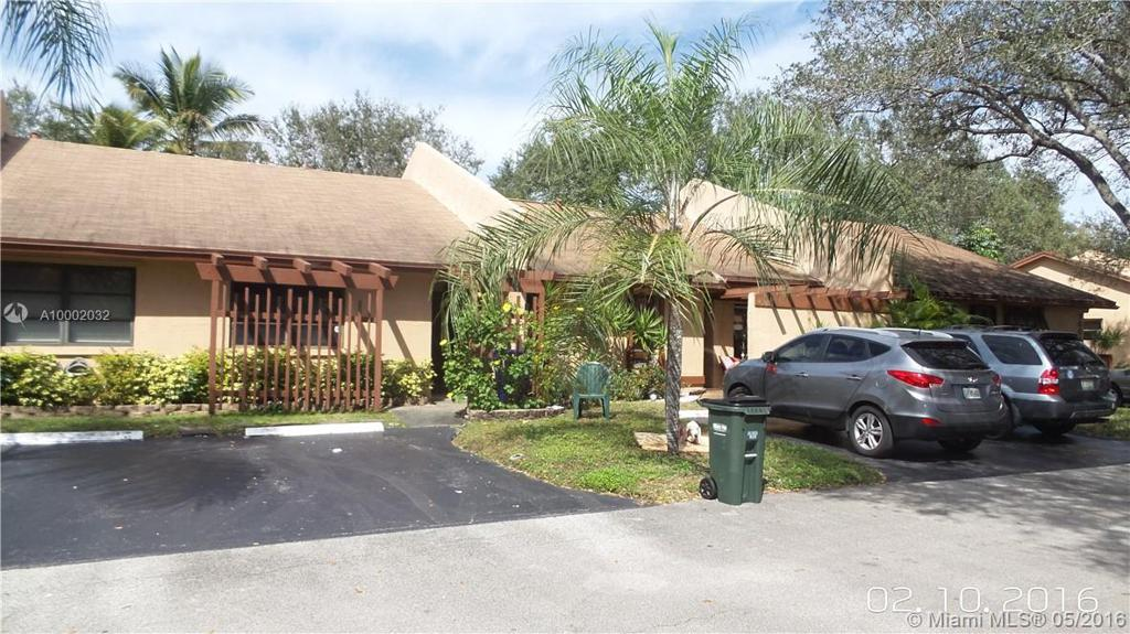 Photo of home for sale at 1654 96th Ave NW, Pembroke Pines FL