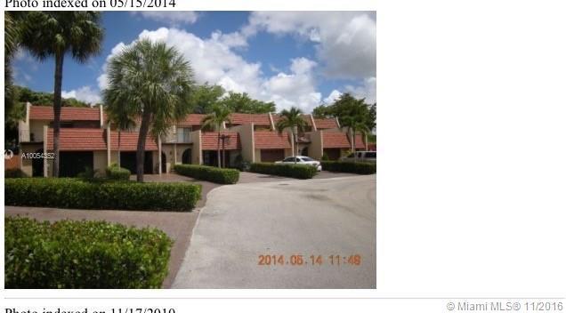 Photo of home for sale at 10391 Rue Vendome, Pembroke Pines FL