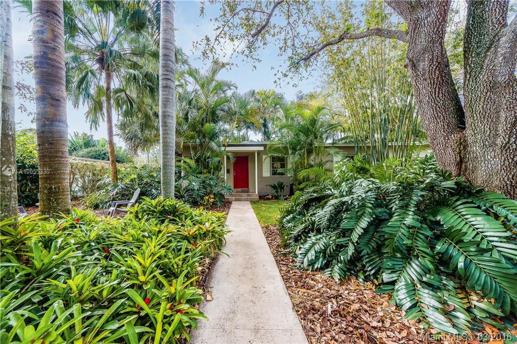 Photo of home for sale at 5970 47th St SW, Miami FL