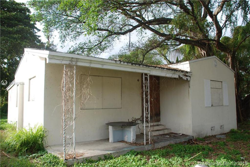 Photo of home for sale at 5530 24th Ct NW, Miami FL