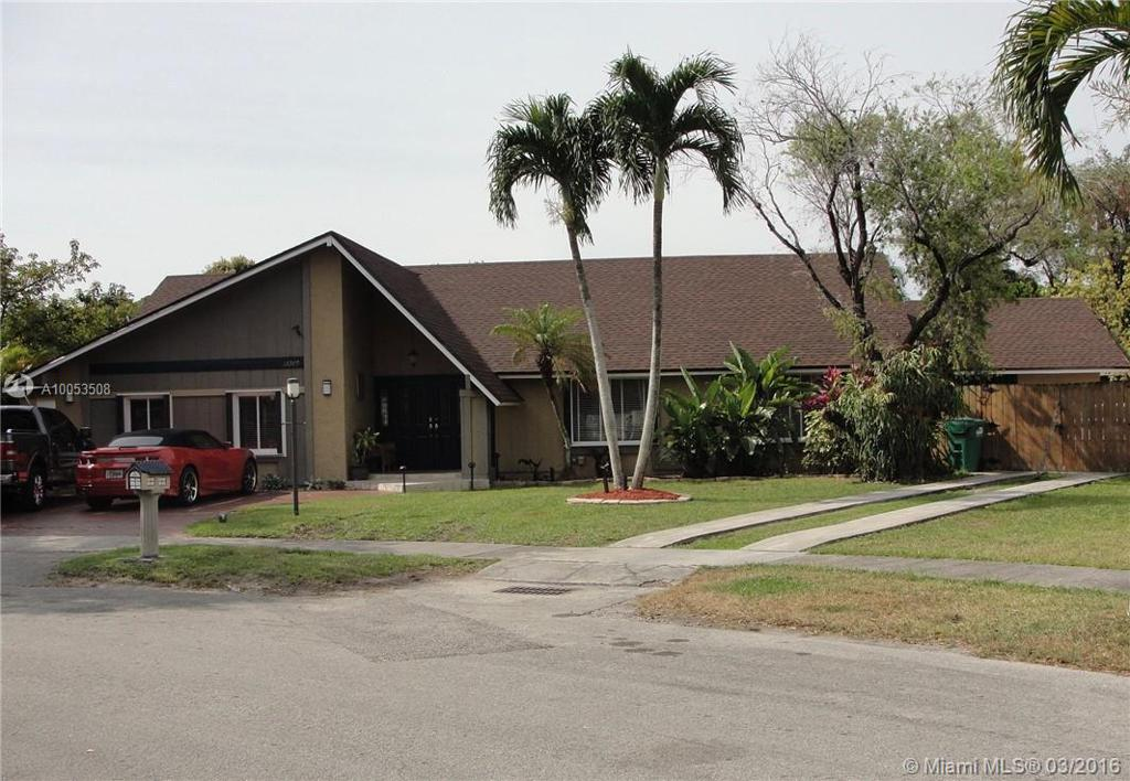 Photo of home for sale at 13280 98th St SW, Miami FL