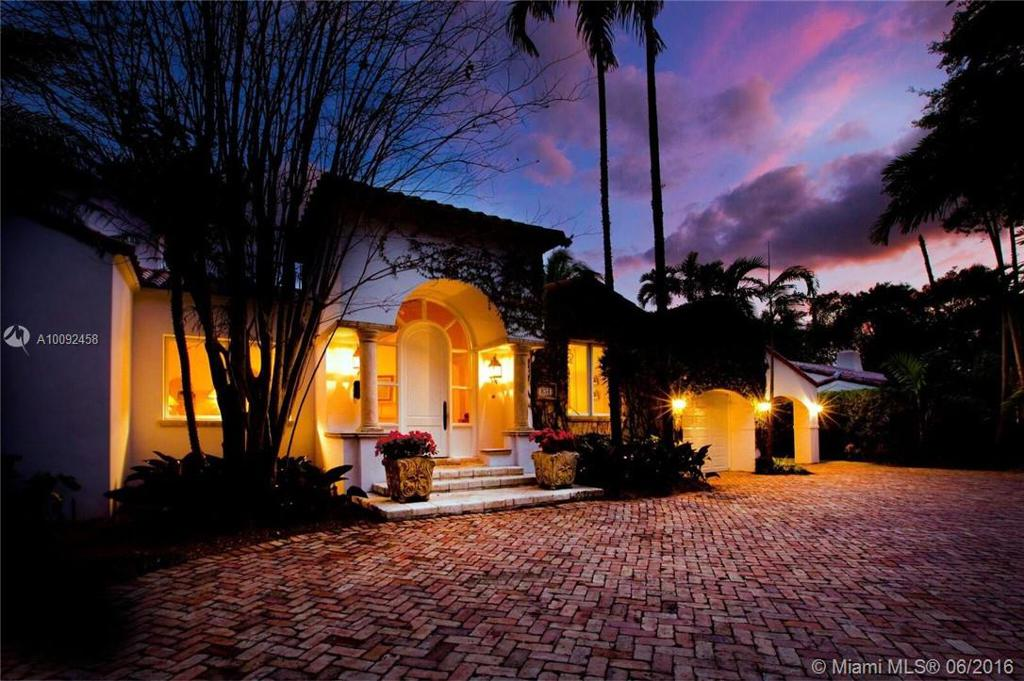 Photo of home for sale at 834 Sevilla Ave, Coral Gables FL