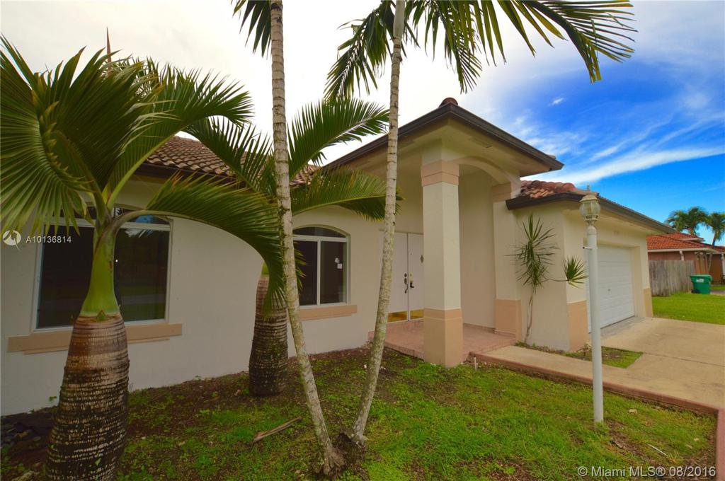 Photo of home for sale at 17242 284th St. SW, Homestead FL