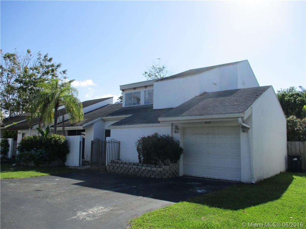 Photo of home for sale at 8539 Franjo Rd, Cutler Bay FL