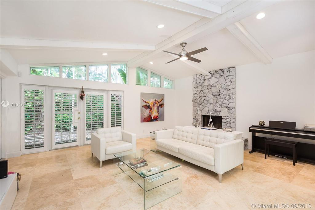 Photo of home for sale at 9665 69th Ct SW, Miami FL
