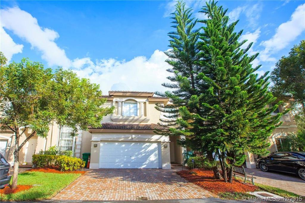 Photo of home for sale at 7249 113th Pl NW, Doral FL