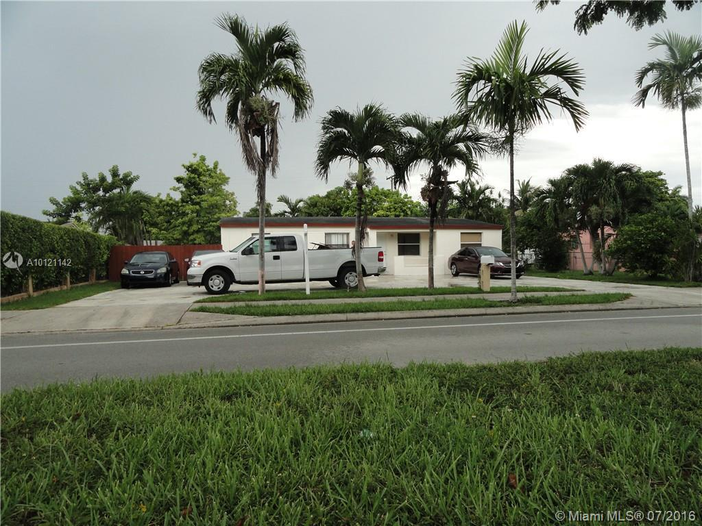 Photo of home for sale at 5420 97th Ave SW, Miami FL