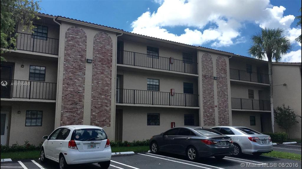 Photo of home for sale at 3351 85th Ave NW, Coral Springs FL