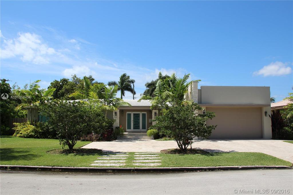 Photo of home for sale at 1050 Jefferson St, Hollywood FL