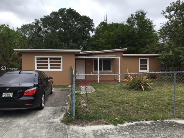 Photo of home for sale at 103 Edmund Rd, West Park FL