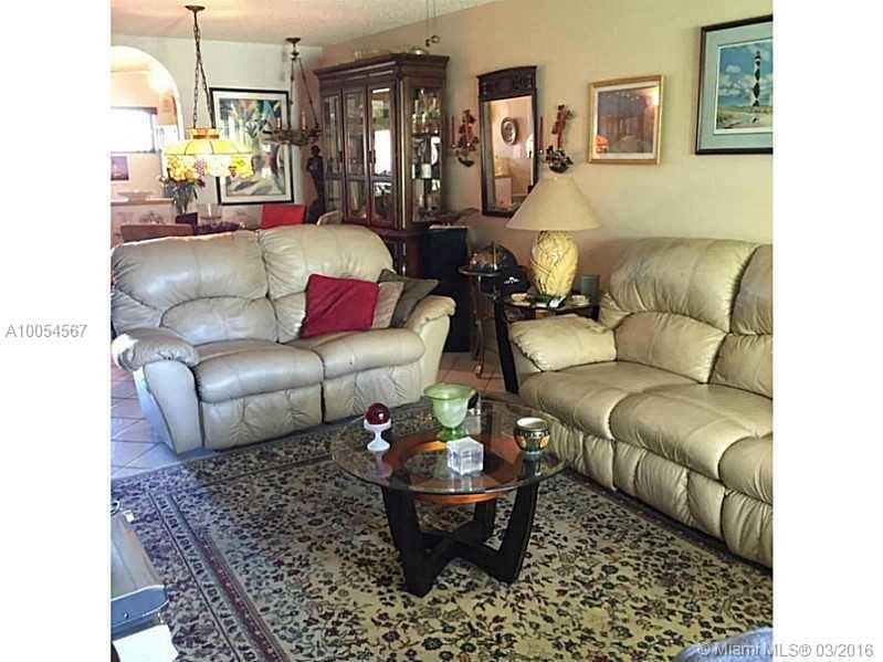 Photo of home for sale at 2450 15th Ave NE, Wilton Manors FL