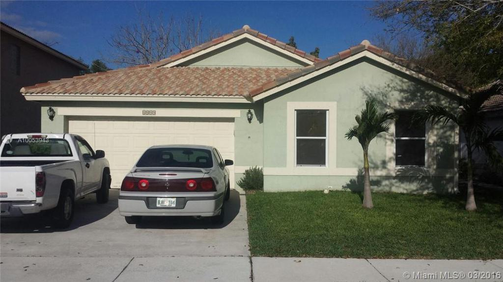 Photo of home for sale at 1009 Fosters Mill Rd, Boynton Beach FL
