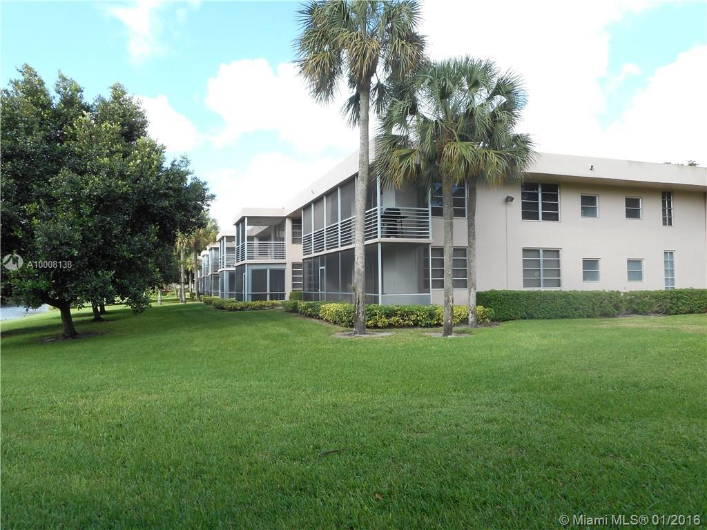 Photo of home for sale at 4240 Oaks Ter, Pompano Beach FL