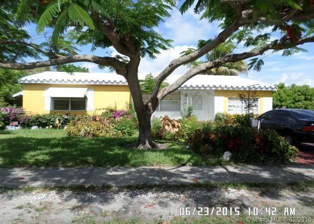 Photo of home for sale at 1610 25th Ave S, Hollywood FL