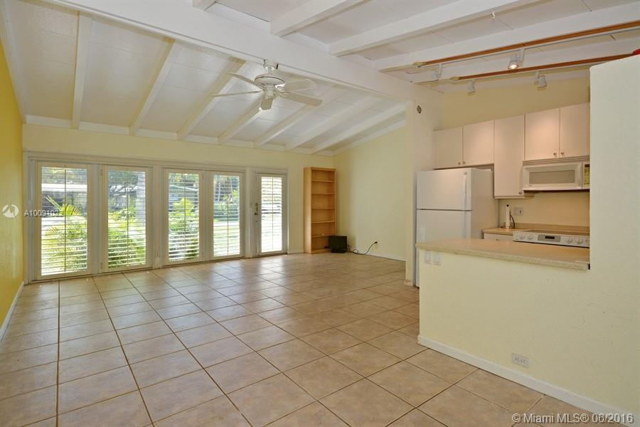 Photo of home for sale at 1719 7th Ter NE, Fort Lauderdale FL