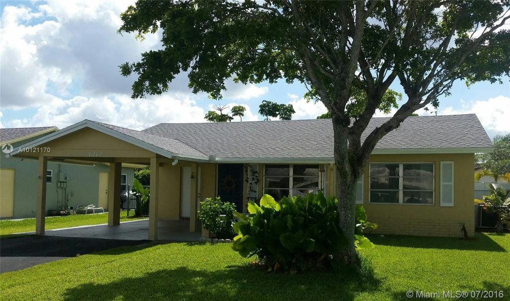 Photo of home for sale at 8202 93rd Ave NW, Tamarac FL