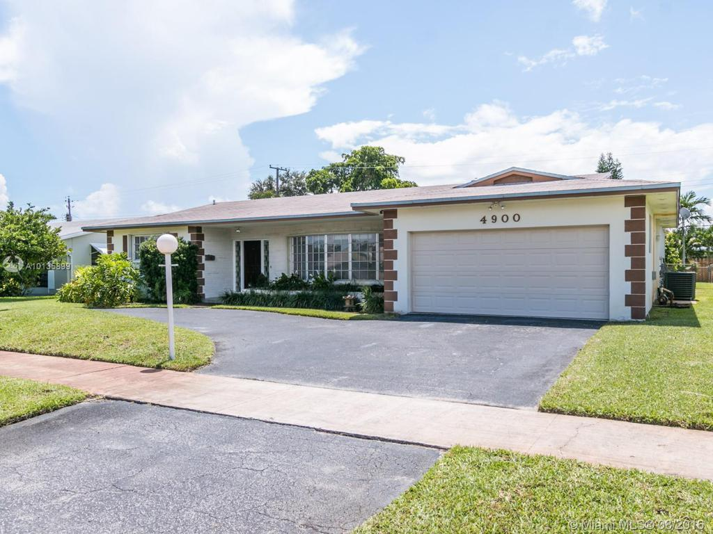 Photo of home for sale at 4900 Lincoln St, Hollywood FL