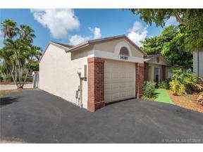 Property for sale at 14085 Langley Pl, Davie,  Florida 33325