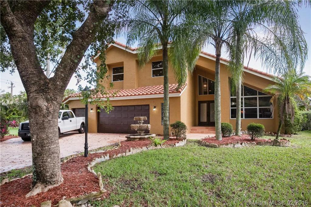 Photo of home for sale at 4777 Chardonnay Dr, Coral Springs FL