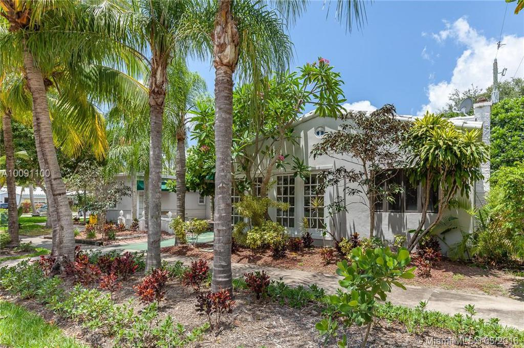 Photo of home for sale at 107 17th Ave NE, Fort Lauderdale FL