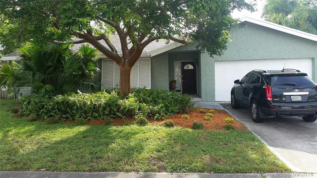 Photo of home for sale at 6864 27th Ave NW, Fort Lauderdale FL