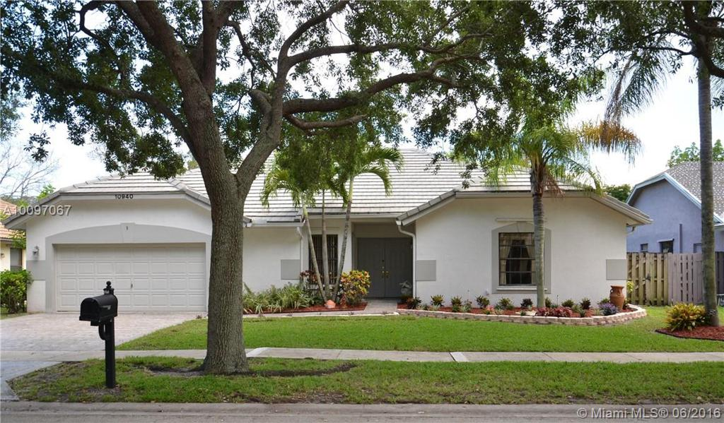 Photo of home for sale at 10940 18th Ct NW, Plantation FL