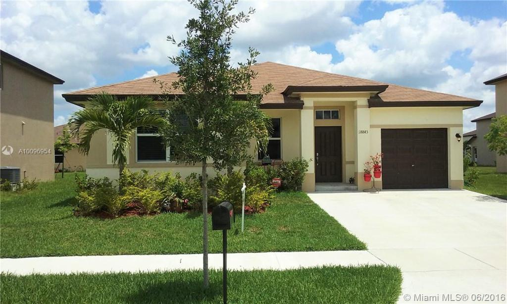 Photo of home for sale at 18843 319th St, Homestead FL
