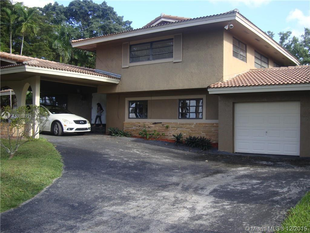 Photo of home for sale at 19035 Saint Andrews Dr E, Hialeah FL