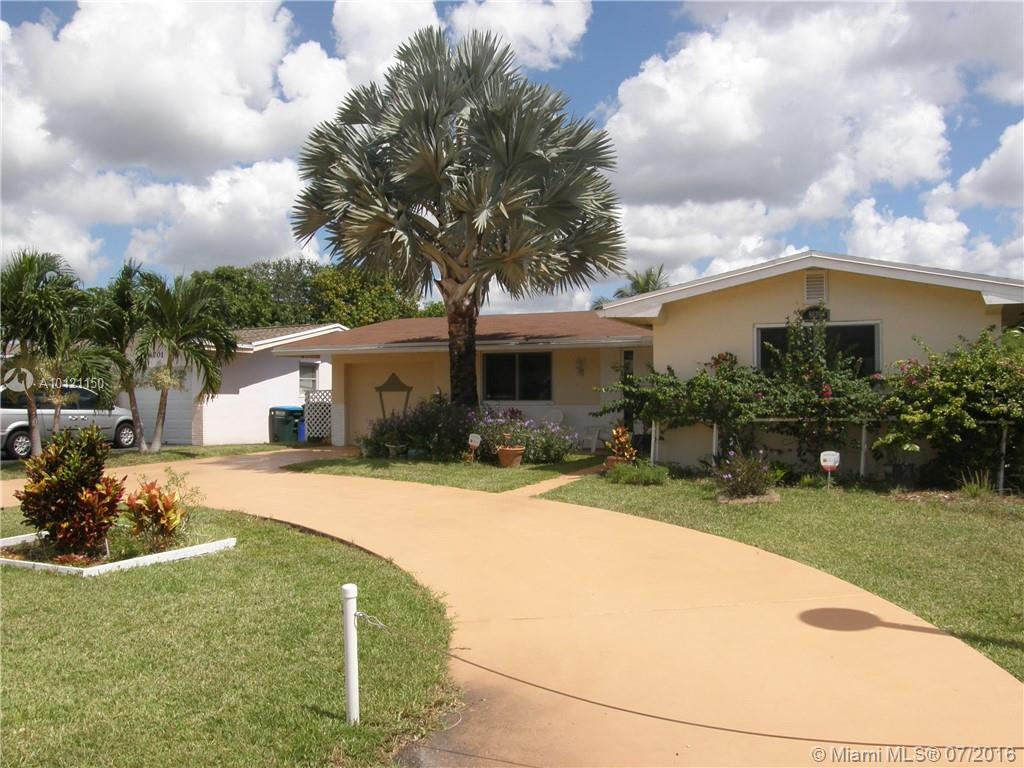 Photo of home for sale at 8691 11th St NW, Pembroke Pines FL