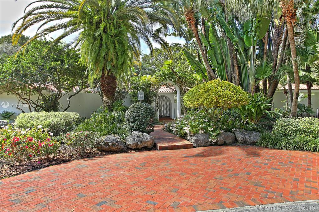 Photo of home for sale at 6460 133rd Dr SW, Pinecrest FL