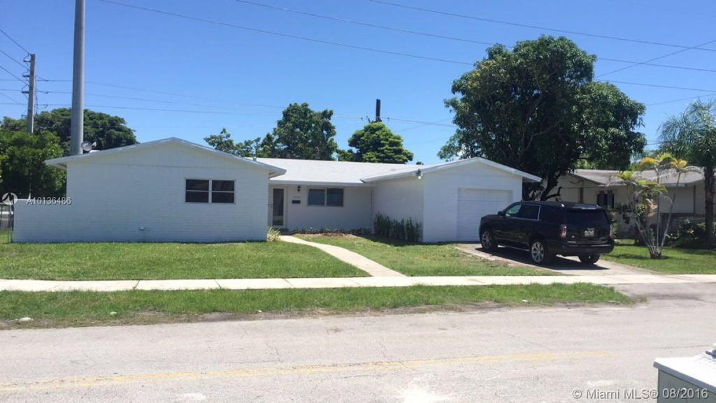 Photo of home for sale at 20001 112th Ave SW, Cutler Bay FL