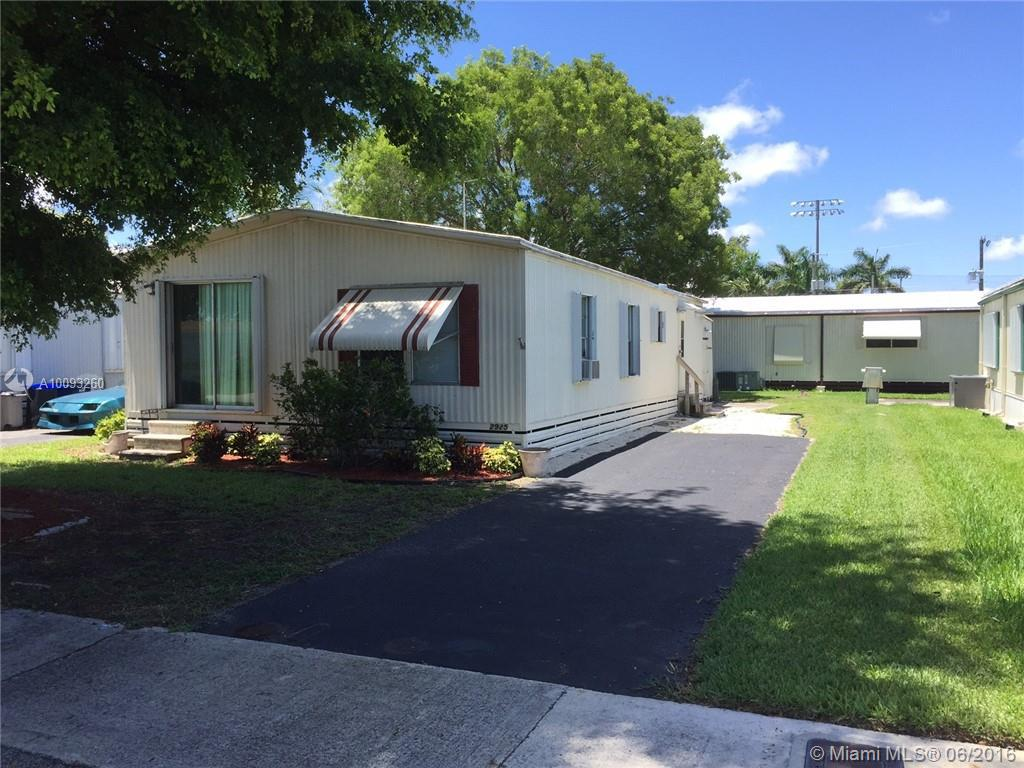Photo of home for sale at 2925 53rd St SW, Fort Lauderdale FL