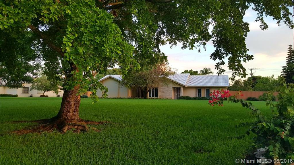 Photo of home for sale at 15348 167th St SW, Miami FL