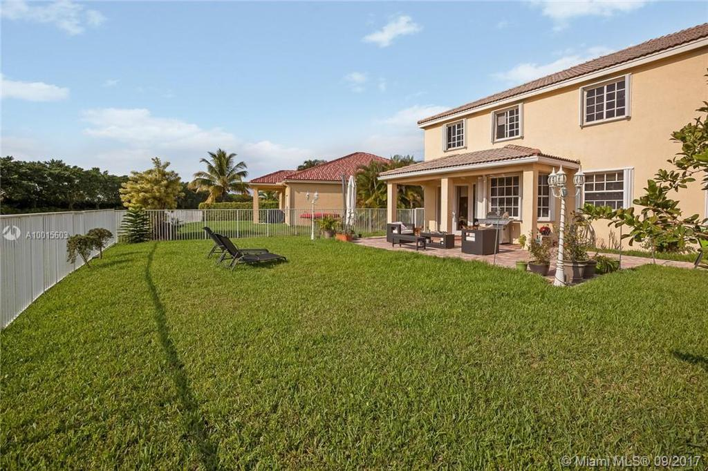 Photo of home for sale at 4287 Laurel Ridge Cir, Weston FL