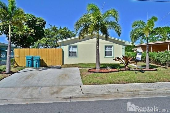 Photo of home for sale at 411 13th Ave NW, Boynton Beach FL
